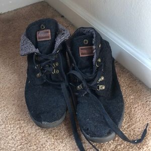Tom's Charcoal Gray sneakers with fuzzy inside